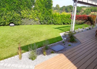 Gartenanlage mit Holz